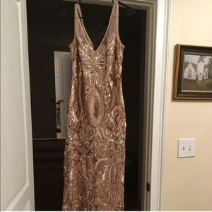 Stunning Adrianna Papell Gold Gown